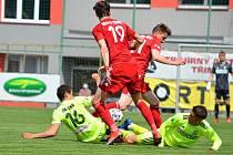 Příprava fotbalistů Třince (v červeném) a Karviné.