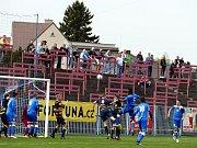 Havířovští fotbalisté (v modrém) přehráli Frýdlant jasně 3:0.