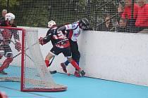 Hokejbalisté pokračují ve snaze zajistit si pro play off co nejvýhodnější pozici.