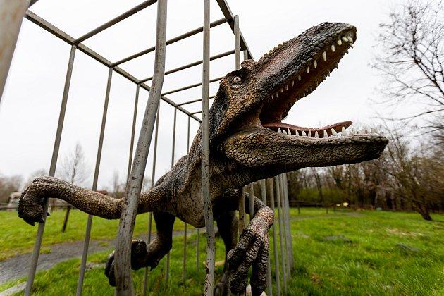 Hned první den po otevření dorazili do doubravského dinoparku první návštěvníci. Nízká, přesto sohledem na počasí chvályhodná návštěva udělala vedení zábavního parku radost.