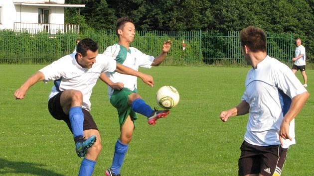 Přípravné přátelské utkání mezi mladším dorostem MFK Havířov a A týmem hokejového AZ Havířov.
