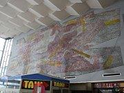 Mozaika v hale havířovského vlakového nádraží.