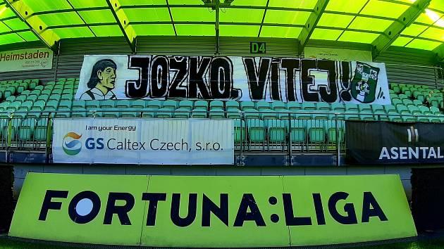 Fanoušci Karviné přivítali před sobotním utkáním 26. kola FORTUNA:LIGY s Plzní kouče Jozefa Webera povedeným transparentem.