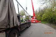 Dvě jednotky profesionálních hasičů zasahovaly v sobotu kolem poledne v Bohumíně-Záblatí u nehody kamionu DAF s nákladem 22 tun drátu.