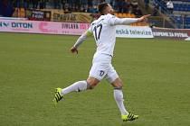 Pavel Eismann se raduje ze svého premiérového gólu.
