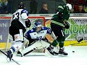 Hokejisté Havířova (v bílém) prohráli v Karlových Varech 4:6.