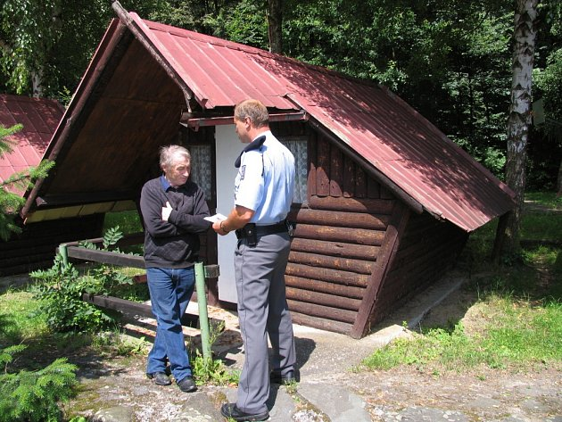 Preventivní obchůzka policistů kolem Těrlické přehrady.