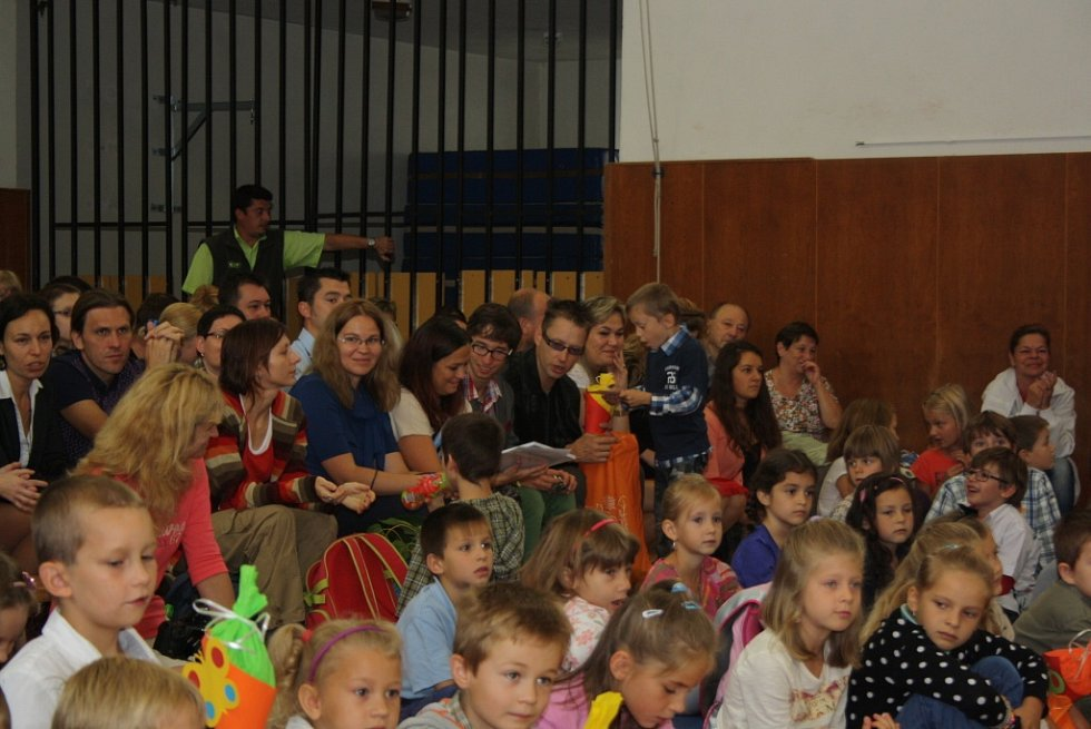 Slavnostní zahájení školního roku a vítání prvňáčků v havířovské ZŠ F. Hrubína.
