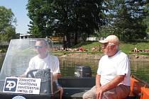 Těrlická přehrada, vodní záchranáři Jan Siuda (vpravo) a Lukáš Izaiáš.