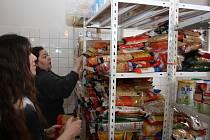 Potravinová sbírka dobrovolnické organizace ADRA.
