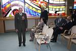 Ruský konzul Andrej Šaraškin předal v neděli v Karviné pamětní medaile Ruské federace čtyřem válečným veteránům z Havířova.