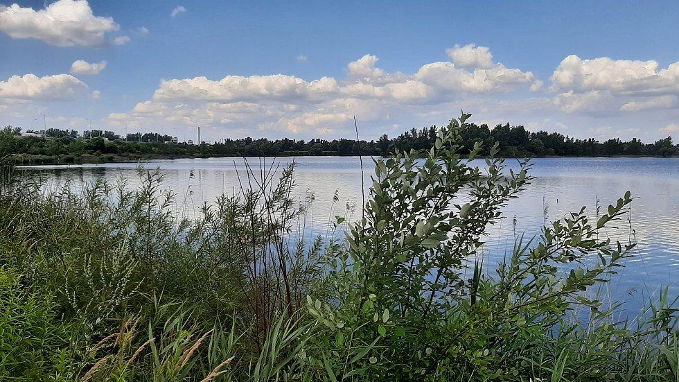 Vrbické jezero je oblíbeným místem rybářů.