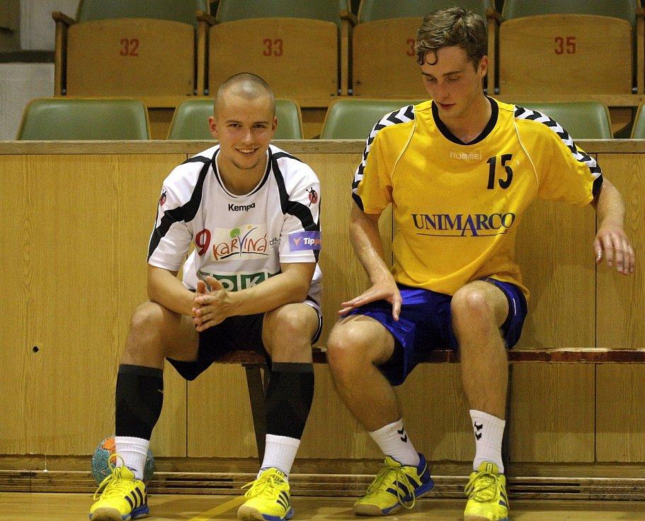 Házenkáři Karviné v přípravě se Zlínem (žluté dresy).