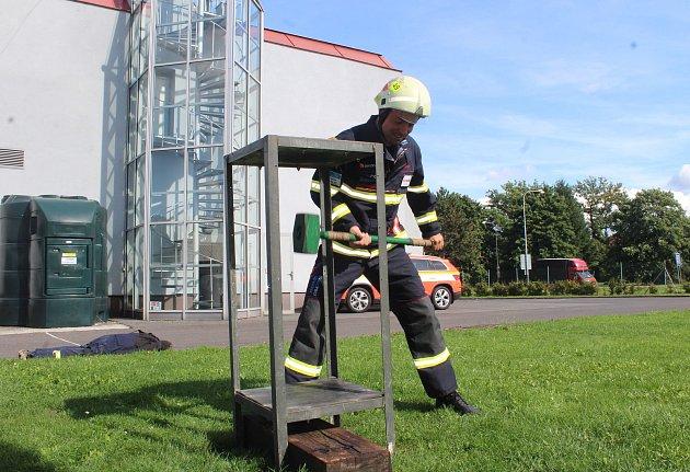 Nejtvrdší hasič přežije a letos je jeden zvítězů Mistrovství Česka vtomto ultra těžkém závodě také Jaroslav Hanzel, který jako profesionální hasič pracuje vkarvinské stanici.