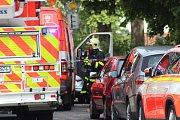 V jednom z bytů v ulici U bažantnice vybuchl v úterý odpoledne plyn. Několik lidí bylo zraněno. Na místě jsou záchranáři.