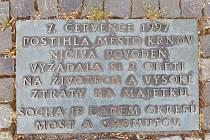 Sedmisetletá povodeň 1997 způsobila v Krnově smrt dvou lidí. Ministerstvo zemědělství do novely liniového zákona požaduje doplnit přehradu Nové Heřminovy s argumentem, že na řekách a potocích v celém povodí Odry  zahynulo 20 lidí.