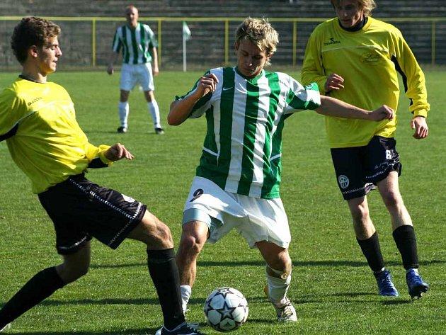 Karviná v zelenobílém. U míče Filip Juroszek.