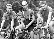 Přeborníci kraje z roku 1963 v závodě družstev starších dorostenců. Zleva J. Staněk, B. Mrázek a A. Balon.