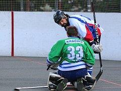Hokejbalistům Karviné se daří a soupeři jsou často na kolenou.