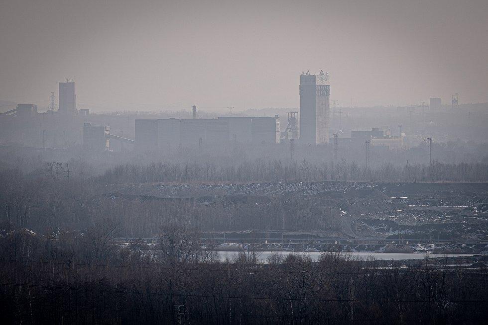 Důl Darkov, 22. února 2021 na Karvinsku. V pozadí důl ČSM Stonava.