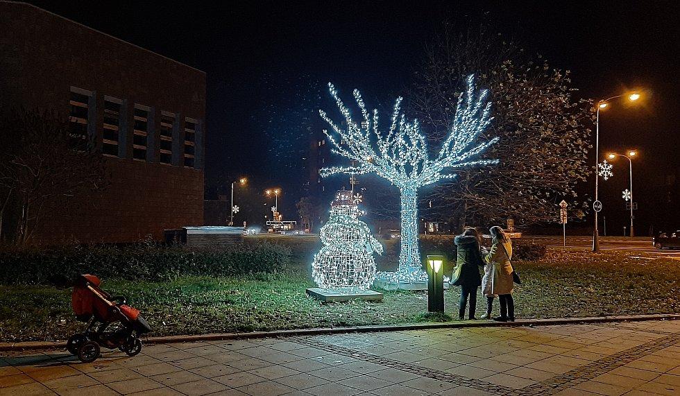 Vánoční výzdoba v Karviné. Na Univerzitním náměstí..