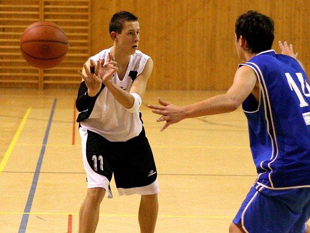 Jaroslav Odehnal (vlevo) byl opět oporou svého juniorského týmu.