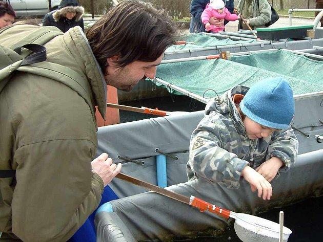 Děti si mohly prohlédnout, jaké ryby v přehradě žijí.