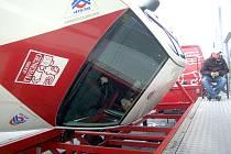 Simulátor, kde si lidé mohou ověřit nepříjemné pocity při havárii automobilu