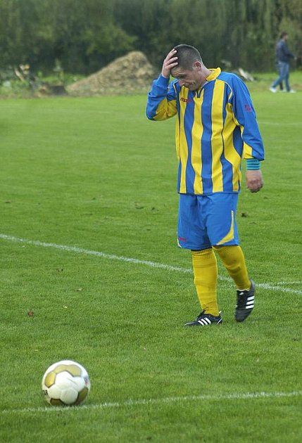 Fotbalisté Stonavy poprvé doma prohráli a po utkání se mohli chytat za hlavu.