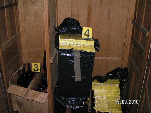 Alkohol a cigarety odhalené při razii celníků