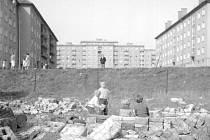 Pohled na budovu v Pavlovově ulici od nábřeží z konce 50. let minulého století.