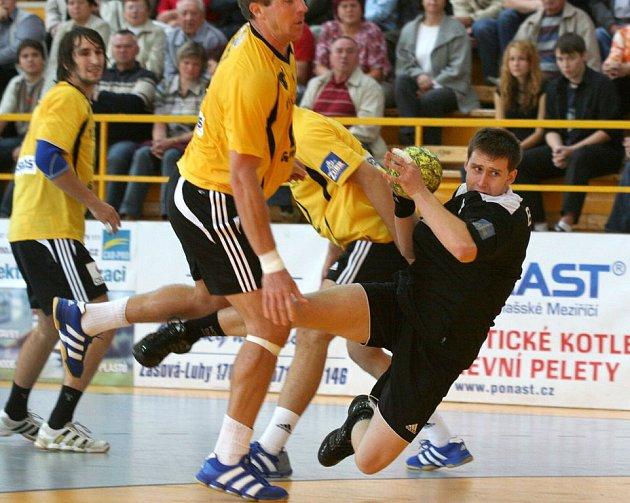 Radim Brož v černém si zahrál na turnaji v Polsku.