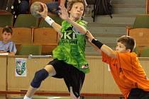 Žáci Baníku (s míčem Karšulín) odehráli další turnaj Česko-slovenské ligy.