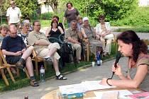 Spisovatelka Lenka Procházková četla ze své nové knihy