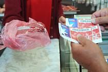 Úředníci si domů z jídelny odnášeli syrové maso, platil to úřad