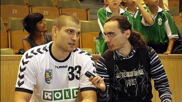 Saša Ivanov (vlevo) poskytl po vítězném utkání s Dudelange interview.