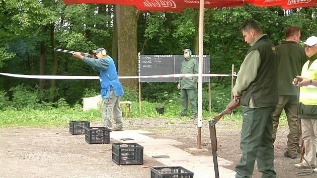 Havířovští myslivci pořádali soutěž ve střelbě na asfaltové holuby