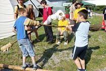 Děti si na Bambiriádě mohly vyzkoušet svou sílu i zručnost.