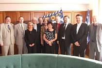Poslanci z parlamentního výboru u primátora Havířova františka Chobota (čtvrtý zleva)