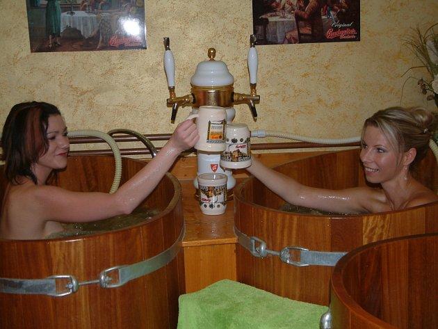 Pivní lázně – to je koupel ve sladové směsi, které si můžete dát pivo.