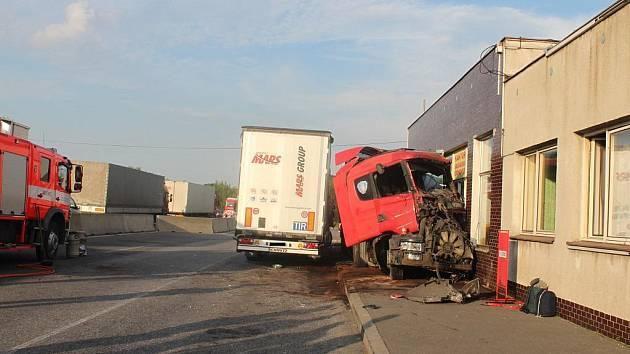 Nehoda kamionu na česko-polském hraničním přechodu v Chotěbuzi