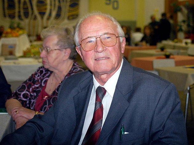 Také Karel Duda přišel v sobotu zavzpomínat na svá studentská léta na Obchodní akademii v Orlové.
