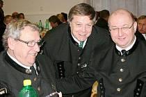 Ladislav Kajzar (uprostřed) s přáteli na jedné z hornických slavnoatí.