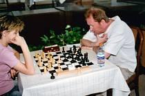 Jaroslav Sobek (vpravo) patřil letos k oporám šachového družstva Karviné.