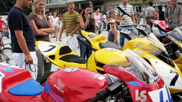 Motocykly se představily na náměstí Republiky v centru Havířova