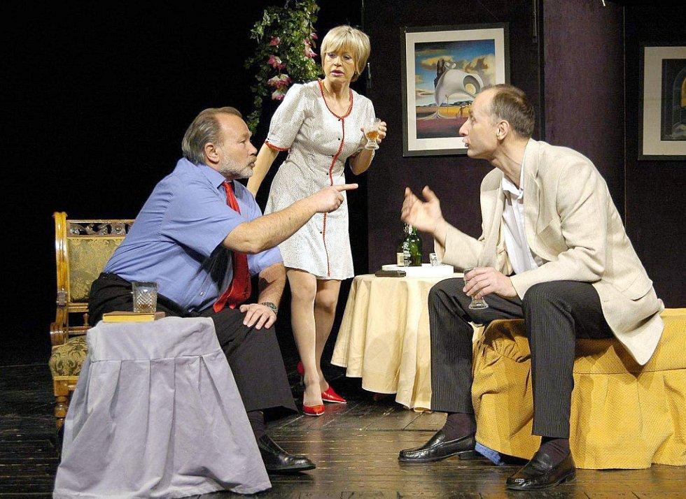 Na letošním divadelním festivalu se představí takové herecké hvězdy jako Rudolf Hrušínský, Jana Švandová a Josef Carda ve hře Nebyla to Pátá, byla to Devátá.