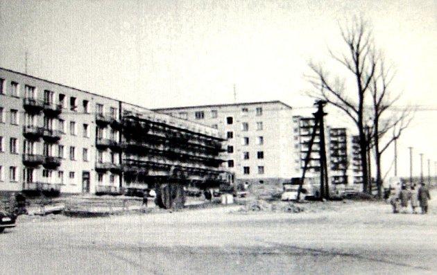 První obytné bloky na tehdejší třídě Antonína Zápotockého. Roky 1963 a 1964.