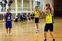 Orlovské košíkářky si drží vedení ve skupině o udržení.