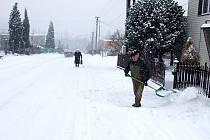 Úklid sněhové nadílky v Těrlicku