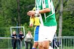 Karvinští fotbalisté (v zelenobílém) mají stále šanci na čtvrté místo v tabulce. Na snímku František Brezničan.